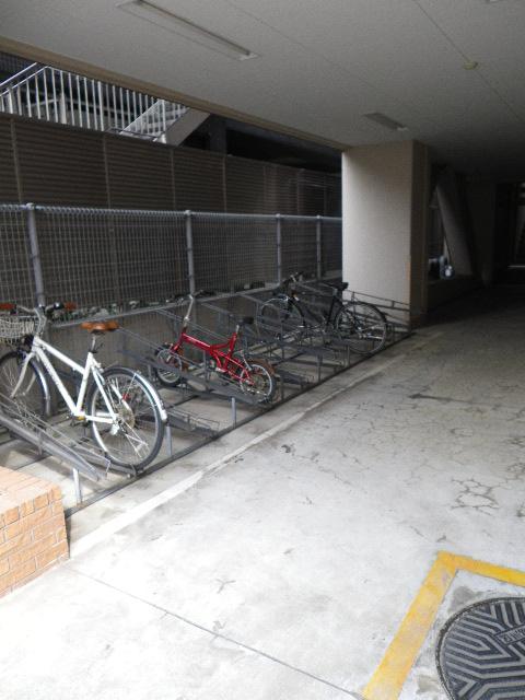 朝日シティパリオ島津山 自転車置き場