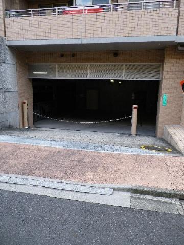 クレッセント目黒花房山 駐車場
