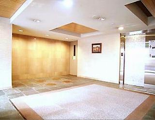 こちらはZEDOAN HIROO【ゼドアン広尾】のエントランス写真になります。
